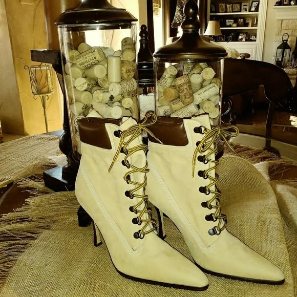 Manolo Blahnik Beige Timberlands BootsBooties Size US 5.5